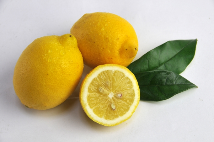 お料理に使うならノーワックスの国産レモンがおすすめ。