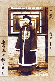 マンダリンは中国清朝の官吏のことで、彼らが身に着けていた服の色に由来にすると言われています。